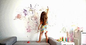 Как убрать детский шедевр с обоев?
